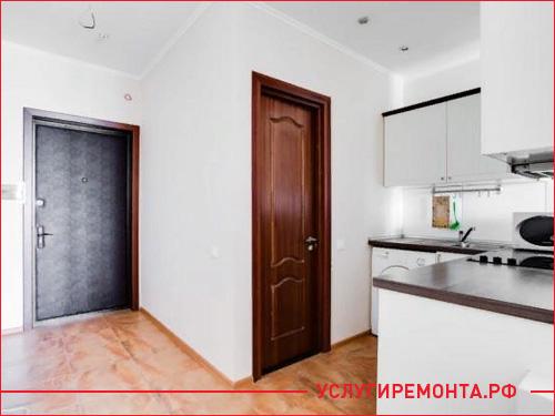 Фото маленькой кухни и санузла в квартире студии