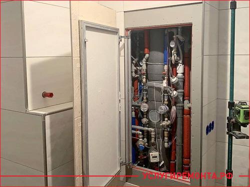 Установка скрытого люка в ванной комнаты под счетчики и трубы