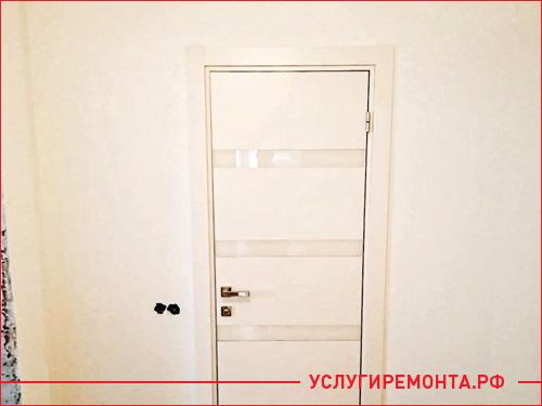 Результат установки белой межкомнатной двери