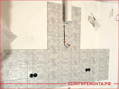 Укладка фартука на стене в кухне из плитки